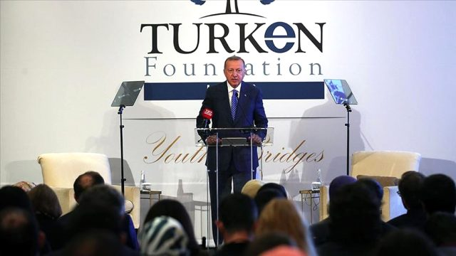 Cumhurbaşkanı Erdoğan'dan ABD'deki öğrencilere uyarı: 15 Temmuz gecesi milletine bomba yağdıran mankurtlar gibi aklınızı kiraya vermeyin