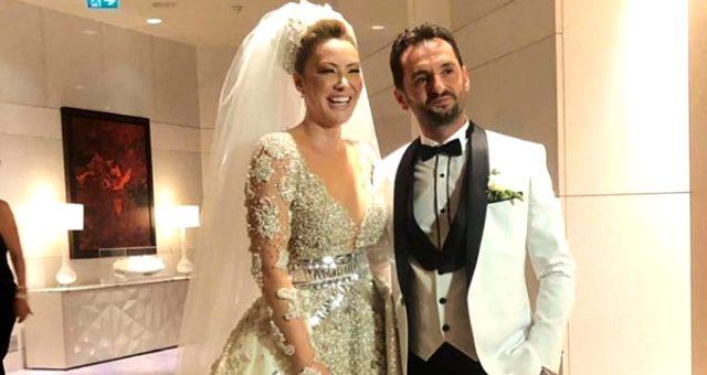 Dün akşam evlenen şarkıcı Aylin Coşkun'a kilolarca altın takıldı