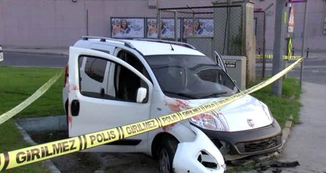 İstanbul'da kaza yapan araçtaki kurşun izleri polisi harekete geçirdi