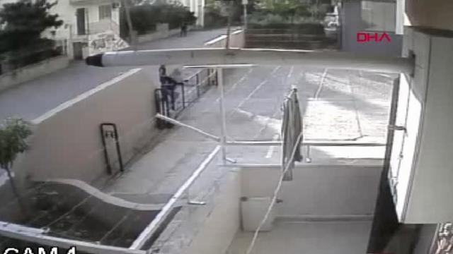 Adana dans ederek eve girip, hırsızlık yapan şüpheliler tutuklandı