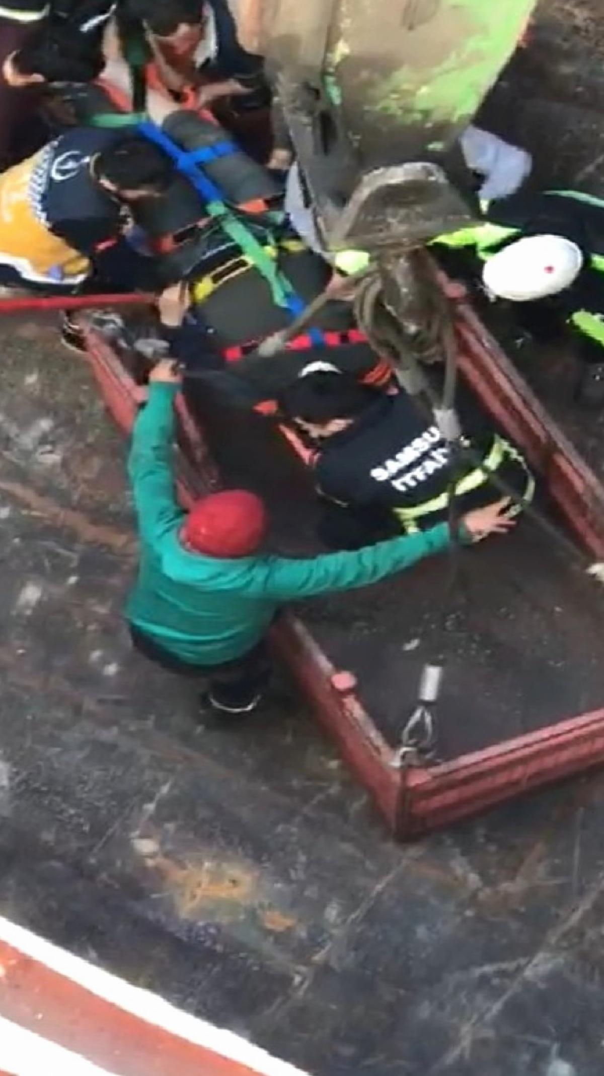 Samsunport Limanı'nda geminin ambarına düşen şahıs ağır yaralandı