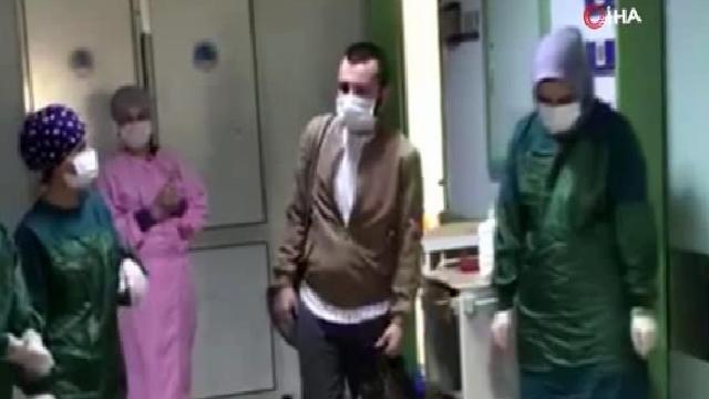 Korona virüsü yenen genç alkışlarla taburcu oldu