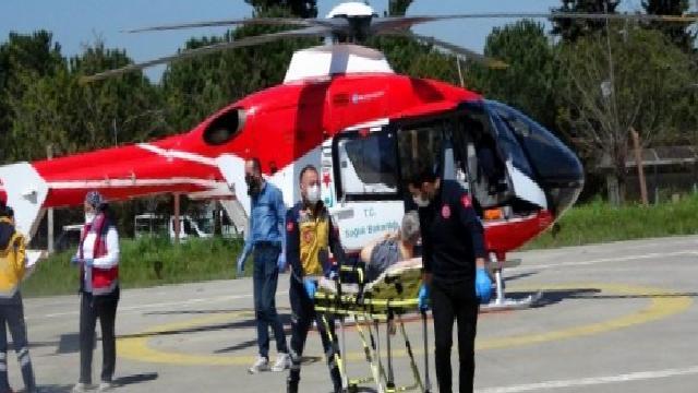 Mide kanaması geçiren yaşlı adam ambulans helikopterle hastaneye yetiştirildi