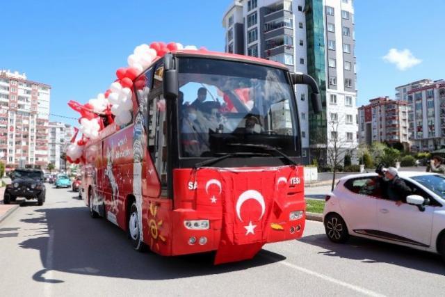 Samsun'da 23 Nisan'da konvoyla rengarenk kutlama