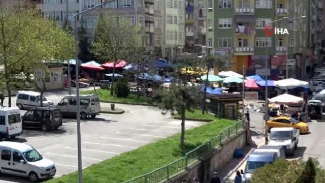 Sokağa çıkma yasağının ardından vatandaşlar pazara yöneldi