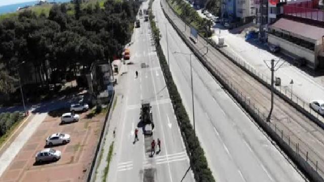 Sokağı çıkma kısıtlamasını fırsat bilen belediye yolları asfaltlıyor