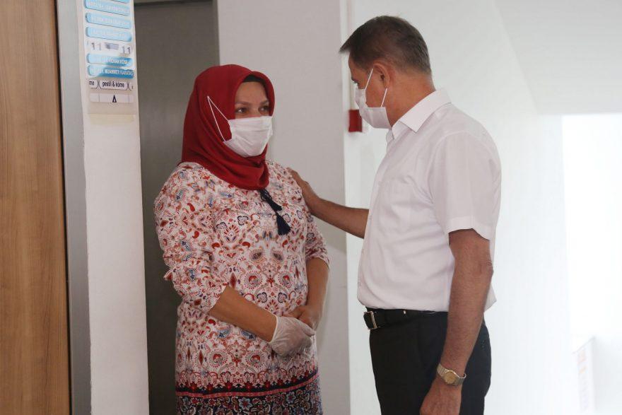 Başkan Cemil Deveci belediye  emekçileri ile tek tek bayramlaştı