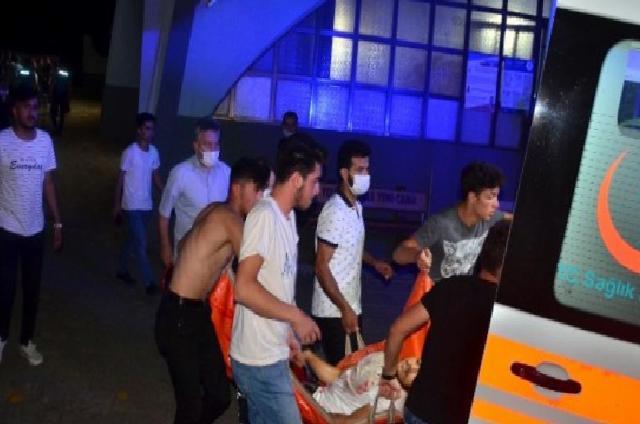 Cami avlusunda bıçaklı saldırı: 1 yaralı