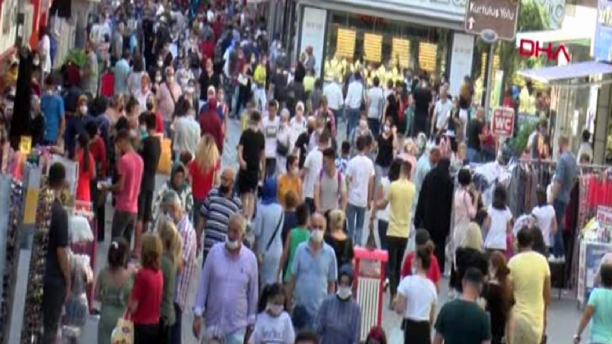 Samsun'da bayram alışverişinde sosyal mesafeye uyulmadı