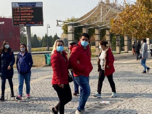 Koronavirüs vaka sayıları yüzde 50 artan İzmir'de, 'tedbirlere uyun' çağrısı