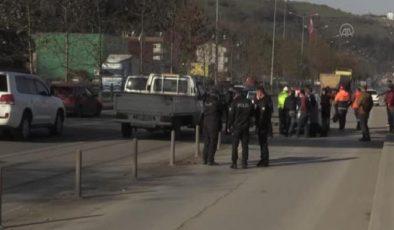 Trafik kazası sonrası tartışan iki grup kavga etti