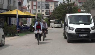 Otobüs yerine bisikletleriyle tura çıktılar