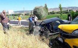 Tokat'ta ticari araçla otomobil çarpıştı: 4 yaralı
